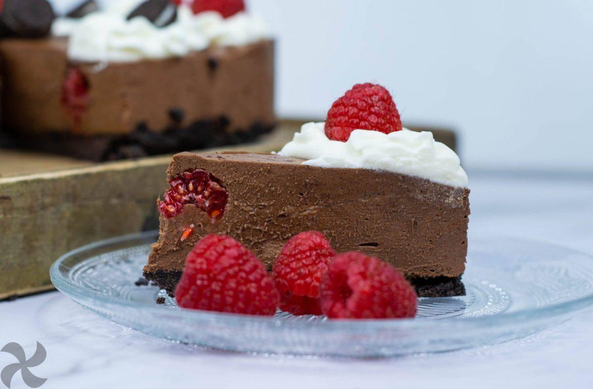Tarta Oreo y chocolate con frambuesas