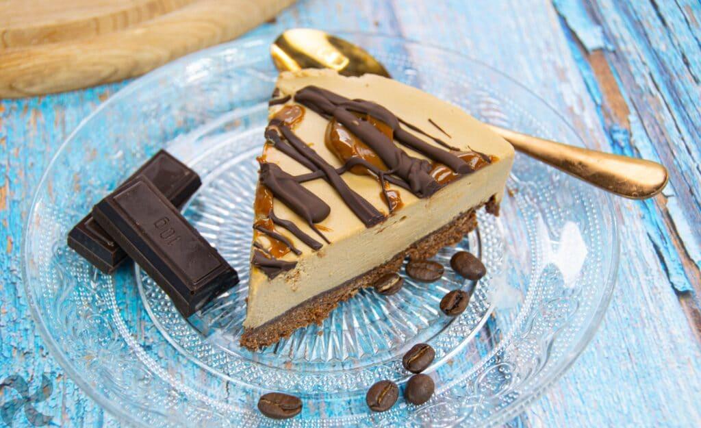 Tarta de café con chocolate y caramelo