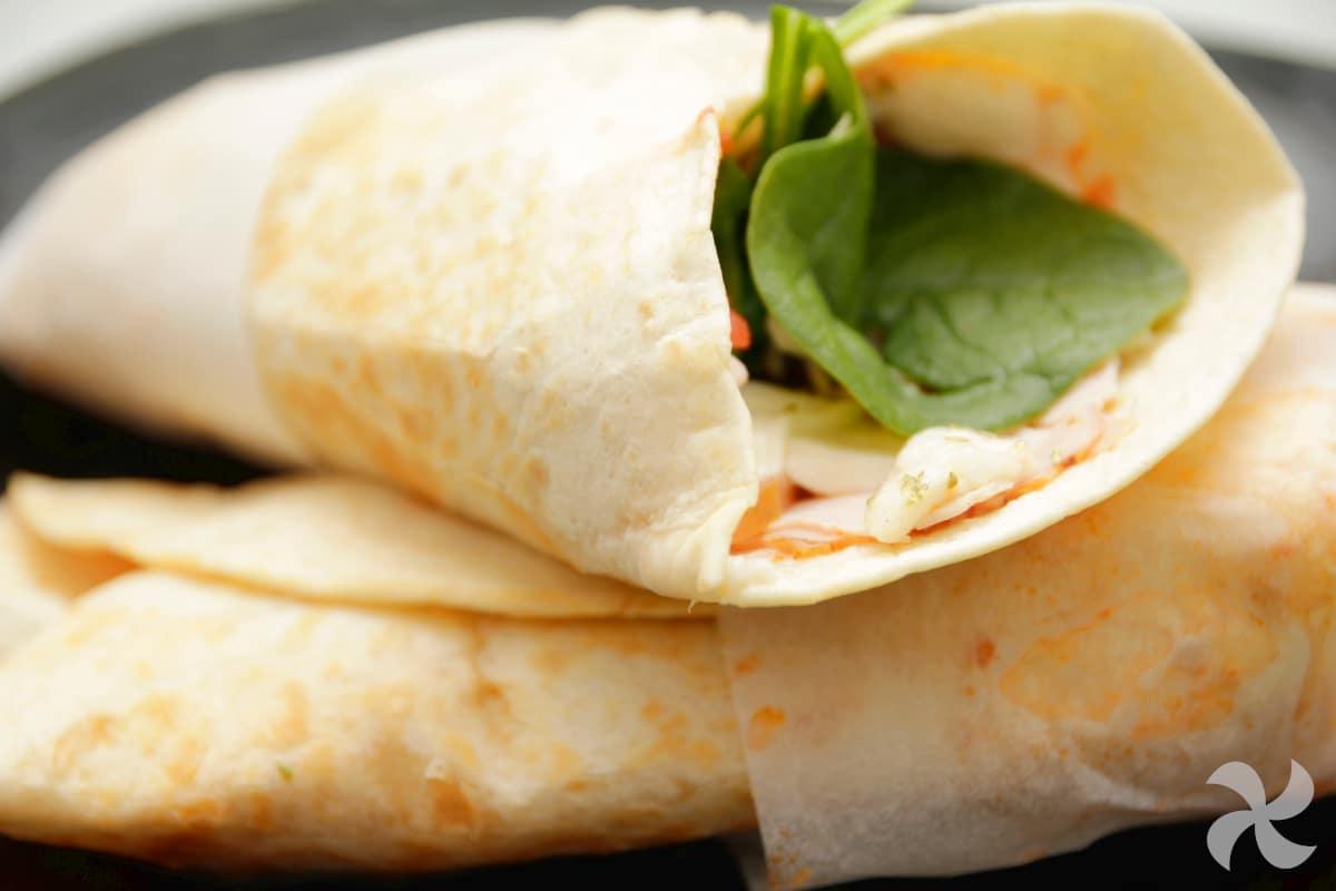 Piadina wrap de espinacas, jamón y ricotta