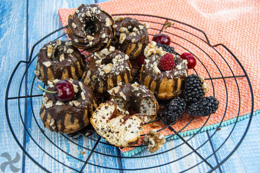Mini Bundt Cakes de nueces y chocolate
