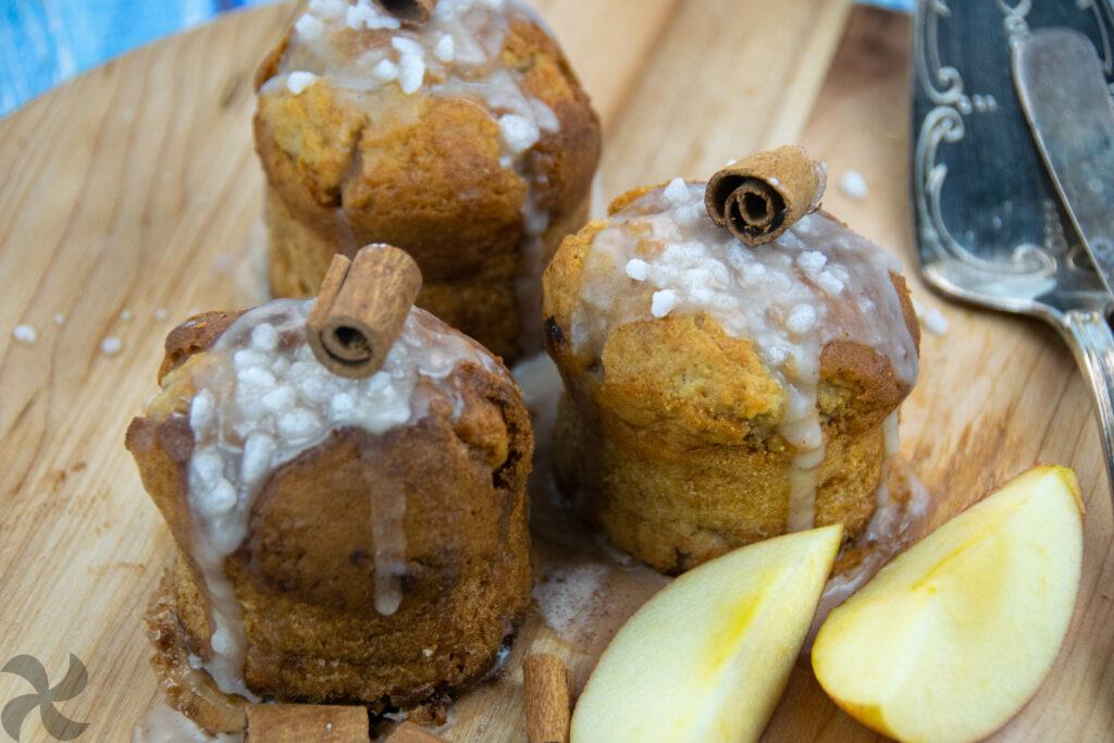 Muffins glaseados de manzana y canela