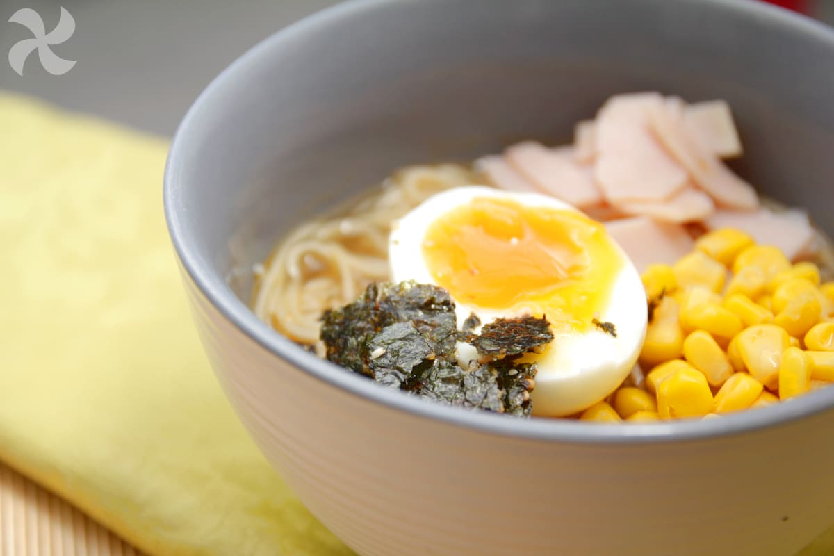 Sopa de fideos rápida estilo japonés